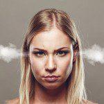 「むかつく」は英語で何と言う?|怒りやイライラを表す英語フレーズ15選