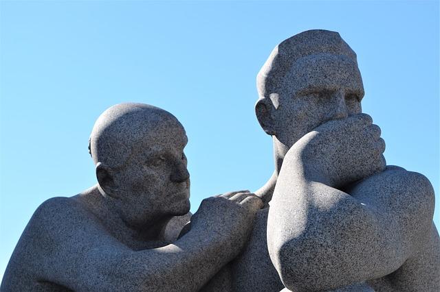 statues-2291148_640