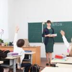 「教える」の英語表現5選!使い分け方は語源から理解する