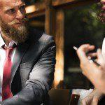 「伝える」の英語表現とその違い9選