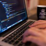 初心者にオススメのプログラミング言語【給与、需要、将来性、学びやすさのデータあり】