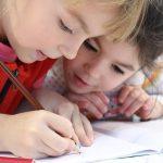 子どもの英語学習に使える勉強ツール6選【本・アプリ、親に読んでほしい本もご紹介します】