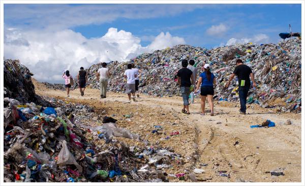 現地NPOを介したスラムエリア・ゴミ山視察